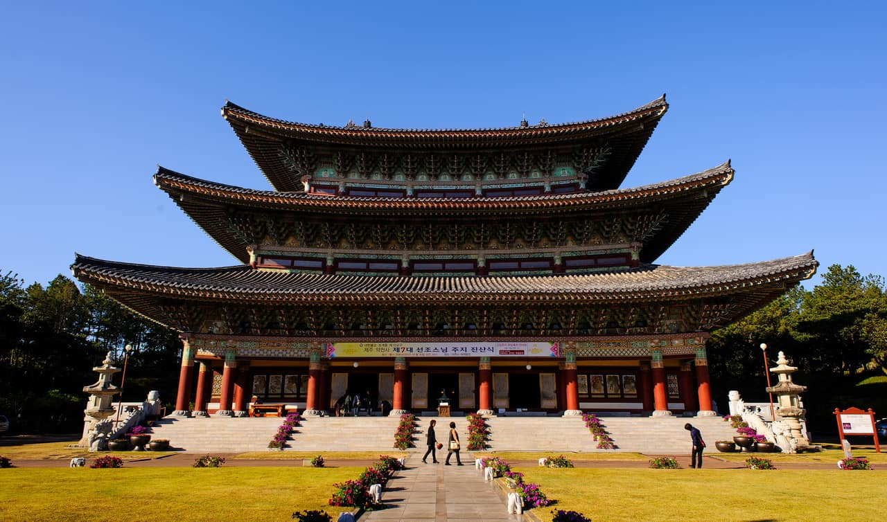 It Also Houses An Ancient 18 Ton Buddhist Temple Bell Yakcheonsa Is One Of The Few Temples In South Korea That Offers A Stay Program Since 2002